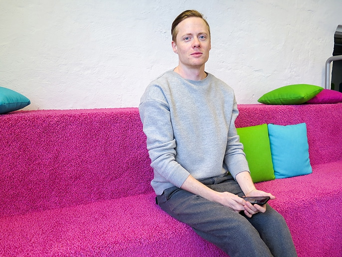 Johan Wendt sitting on a pink couch