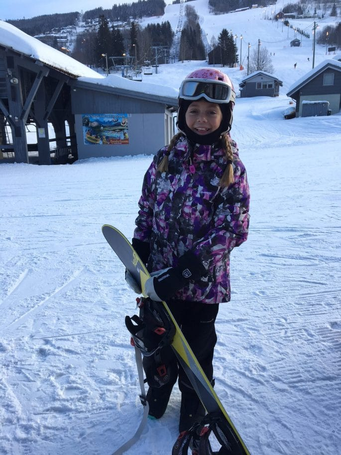 Maja med snowboard