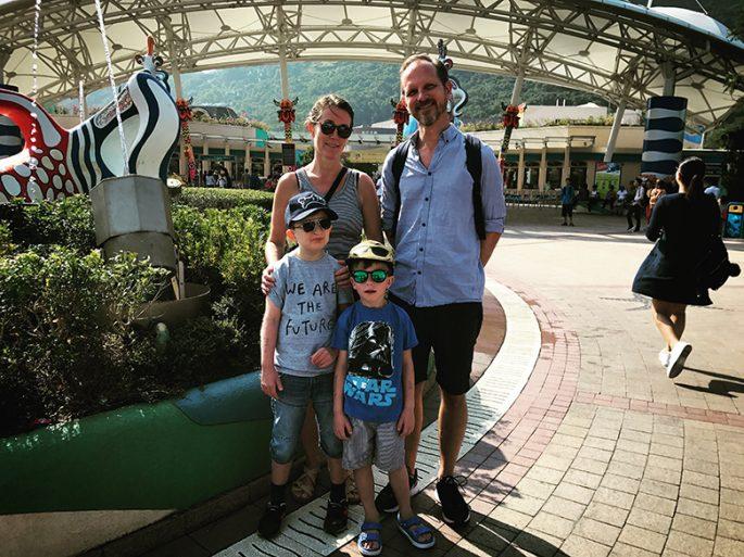 Mamma Hanna, pappa Jonas, storebror Viggo och lillebror Love