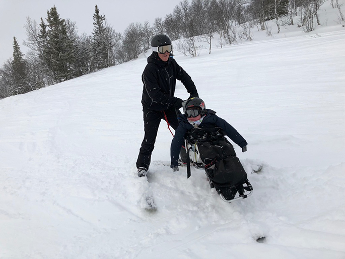 Edith goes down in a sitski with dad Johan behind her