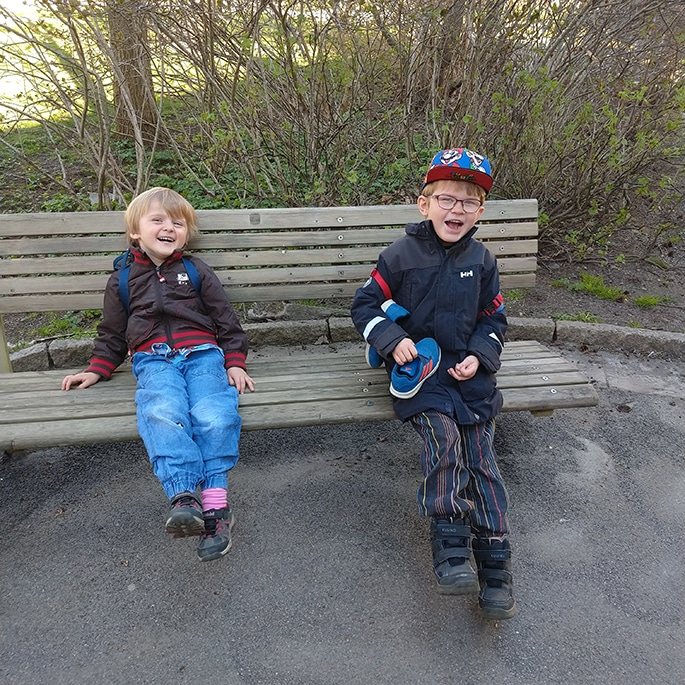 Otto and Sigge sitting on a bench
