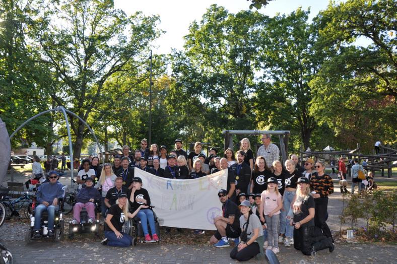 Familjen och en stor folkgrupp på Klarälvsloppet
