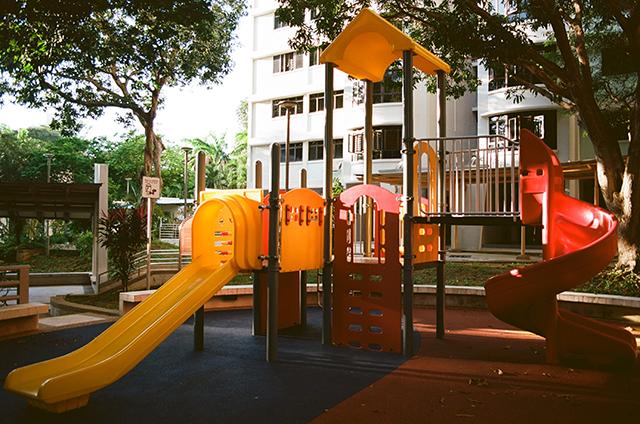 Lekplats med rutschbanor